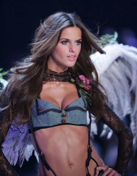 Victoria+s+Secret+Fashion+Show+UpptRvC88_Dl